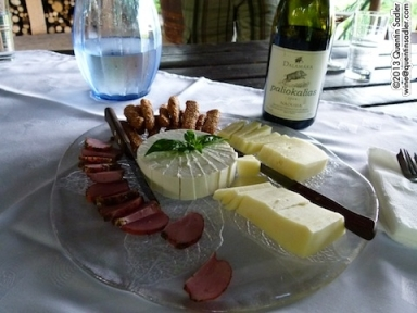 Delicious traditional nibbles at the Dalamára Winery in Naoussa.