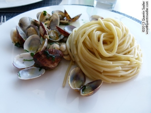 This Spaghetti alle vongole was perfection and was superb with a Etna Bianco.