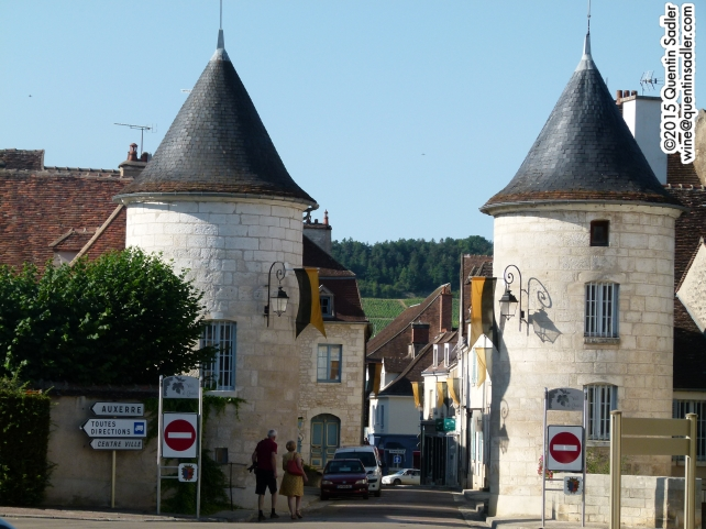 Chablis town, you can see vineyards on the slopes beyond.